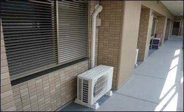 機 エアコン カバー 室外 ホース
